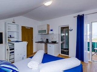 Apartment Orange Tree - Studio Apartment with Balcony