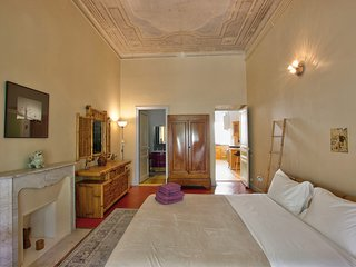 Large, spectacular old apartment, in Les Musiciens quarter, Nice,