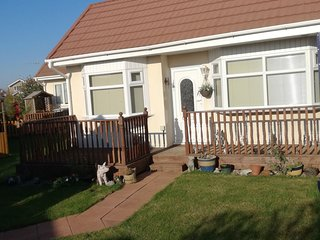 Seashore Cottage. Detached bungalow with enclosed garden and summer house.