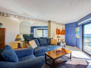 DISCOUNTED! Newly Remodeled 2nd Floor Unit w/Views of Ocean! Heated Pool, Elevat
