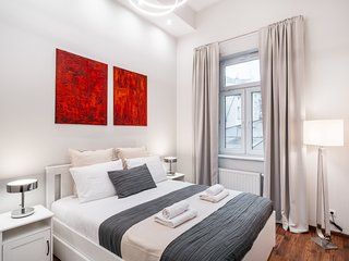 Modern Apartment in Heart of the Jewish Quarter *AIRPORT