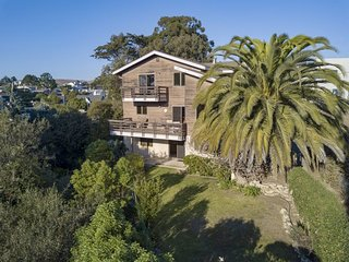 Charming Cayucos Creekside Home! Two Blocks from the Beach! 5 Bedrooms- Sleeps12