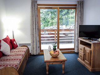 Charming Mountain Apartment | Central Location in Vaujany!