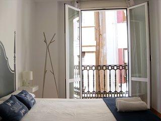 Flats Friends Nave 1 dormitorio con balcon