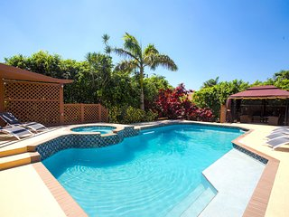 Minutes To Beach & Casino Spacious 5BR Heated Pool