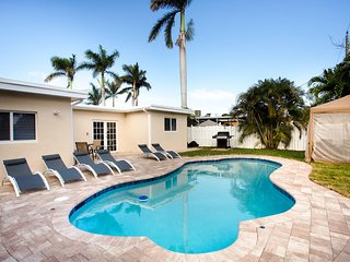 Great Location 5BR/3BA Heated Pool Min From Beach