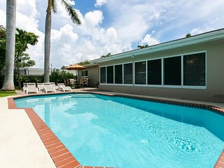 Luxury 4BR Home Pool Best Location Min From Beach