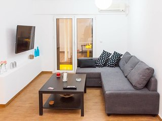 Glyfada Square modern and cozy apartment