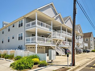 Condo w/ Deck: Walk to Beach & Convention Center!