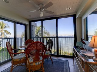 Mariner Pointe #1022:Stunning Direct Bayfront View & Great On-Site Amenities!