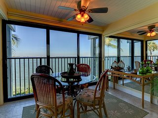 Mariner Pointe #1042: Gorgeous & Expansive Bay Front Views & Great Location!