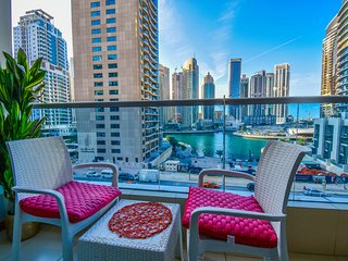2 BR Apartment with lovely Marina views