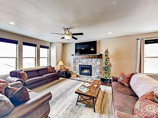Stylish 3,100 Square Foot Townhome w/ Pool & Spa - 12 Minutes to Park City
