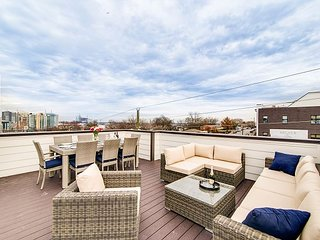 High-End, 4BR, 4BA Nashville Home in The Gulch – Rooftop Deck, Near Downtow