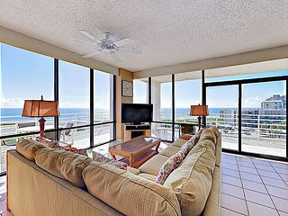 Resort 3BR w/ Gulf Views, Pools, Tennis  & Hot Tub - Private Beach Access