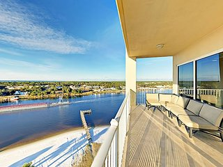 Spacious Condo on the Intracoastal Waterway w/ Beach, Dock & Pool