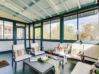 Classic 100-Year-Old 4BR w/ Screened Porch, 3.1-Mile Uber or Lyft to Downtown