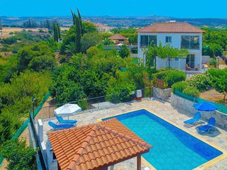 Villa Aphrodite Latchi: Private villa, private pool, A/C, WiFi, Gardens