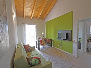 Diamond Apartments (Apartment with Lake View) by Holiday Apartments srl