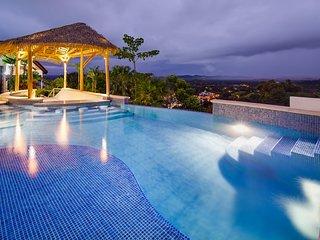 Casa Lucero, Hillside Home, Private Infinity Pool w/Bar, Ocean & Mountain Views