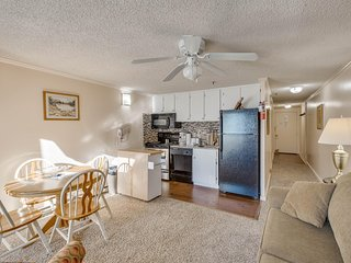 March MadnesSale!Free parking and Hot Tub* Renovated, Deluxe ML#237;1BR/1Bath*Sk