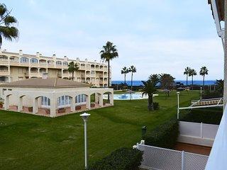 Spacious apartment a short walk away (384 m) from the 'Playa del Racó de la Albe