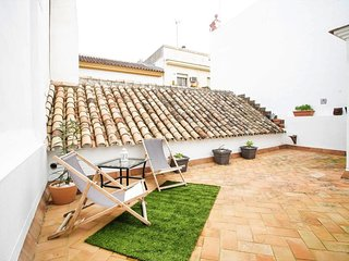 Spacious house in the center of Seville with Parking, Internet, Air conditioning