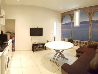 Marseille Holiday Apartment 26220