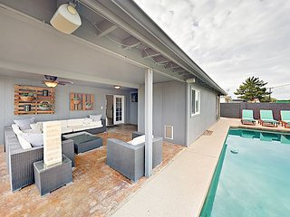 Amazing Indoor/Outdoor Living! Private Pool & Fruit Trees - Near Old Town