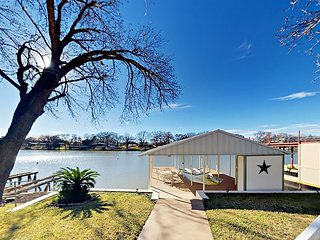 LBJ Lake House & Guest Suite - Private Boat Dock & Lift, Waterfront Deck