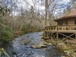 Creekside Cabin directly on Rushing Waters!!