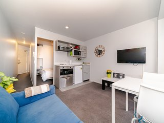 Auckland CBD Cozy 2-Bedroom Apartment