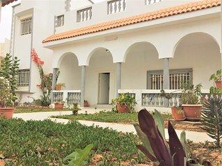 Une chambre et une tranche de la villa Al Muriha a vous