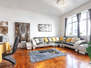 ★ The Gallery 3 Bedroom Hong Kong Home with a View ★