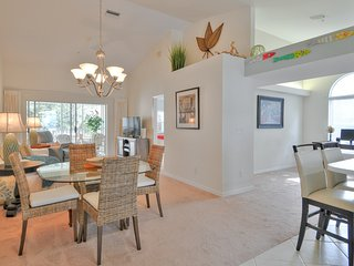 BERMUDA POINTE CONDO JUST 2 MILES FROM BONITA BEACH AND BAREFOOT BEACH