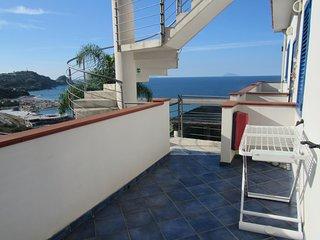 Magico Scafa - Appartamento bilocale lato giardino con balcone vista mare