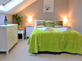 Stratford town centre holiday apartment, 3 mins to Birthplace, modern, stylish