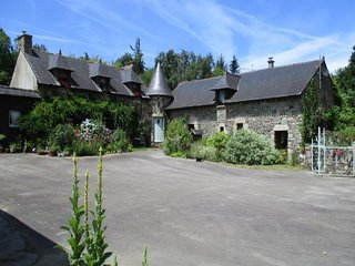 What a find! this charming 2 bed. Gite with pool in the countryside!