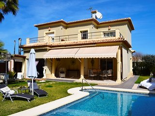 Spacious house in Dénia with Internet, Washing machine, Pool, Balcony