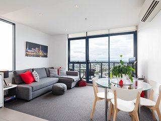 City One Bedroom with Spectacular Views & Parking