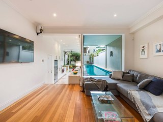 Stylish 3 Bedroom Pool House in Surry Hills
