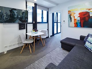 Stylish One Bedroom with Urban Convenience