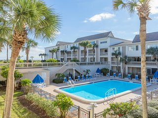 2 bedroom 2-1/2 Bath Condo Crescent Beach Sleeps 6 in Beds Full Kitchen WiFi
