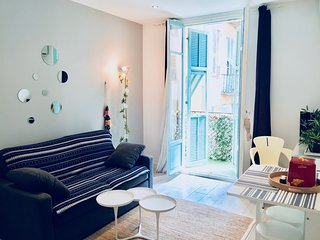 PORT OF NICE-renovated-1 bedroom-1 living room-balcony-wifi-AC-very quiet