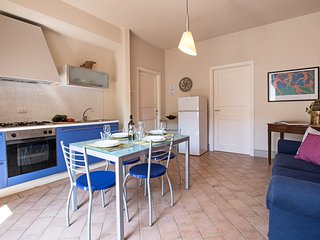 Matisse, beautiful apartment in the Crete Senesi area. Hot tub, pool, A/C & WiFi