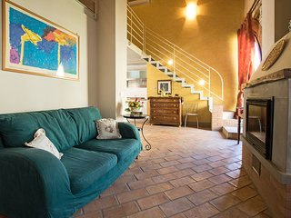 Picasso, ground floor apt for 4 pax in the Crete Senesi area. Pool, A/C & Wi-Fi