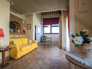 Monet, unique apartment for 5 pax in the Crete Senesi area. Pool, A/C & Wi-Fi