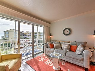'Captain's Cove' Condo w/Beach Views in Galveston!