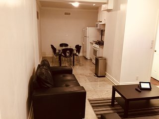 Oakwood Village close to Downtown, Beautiful 2 bedroom apartment