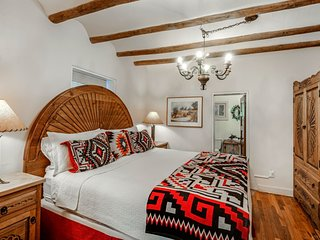 Mariposa - Authentic Adobe Home, One Block Canyon Road and Five Blocks to the Pl